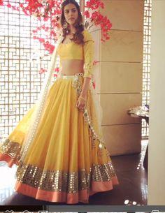 Pakistani Dresses, Indian Dresses, Indian Outfits, Choli Designs, Lehenga Designs, Indian Attire, Indian Ethnic Wear, Simple Lehenga, Half Saree Lehenga