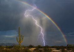 Rainbow And Lightning Photo Captures Awesome Beauty In One Shot