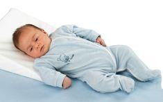 Cela nous fend le coeur de voir notre bébé tousser sans rien pouvoir faire. Lorsque bébé tousse, c'est le plus souvent un réflexe normal permettant de dégager ses voies respiratoires et en en dehor…