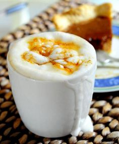 > The Caramel Brûlée Latte is a popular seasonal drink that Starbucks brings our around the holidays. The brûlée flavor is that of the dark, caramelized sugar that is on top of a creme brûlée an… Creme Brulee Latte Recipe, Starbucks Caramel Brulee Latte, Best Starbucks Coffee, Starbucks Drinks, Yummy Treats, Delicious Desserts, Yummy Food, Latte Macchiato, Non Alcoholic Drinks