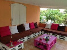 Vous souhaitez fabriquer votre propre canapé en palette ? Moderne House vous propose 30 superbes idées avec descriptif, pour vous inspirer dans votre projet