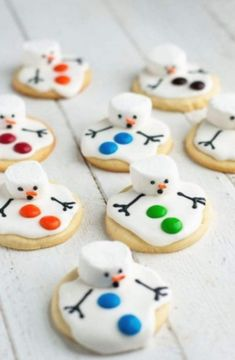 These melted snowman biscuits are the perfect treat for a snowy winter day . - baking bread - These melted snowman biscuits are the perfect treat for a snowy winter day … - Christmas Sugar Cookies, Christmas Snacks, Christmas Cooking, Christmas Goodies, Holiday Treats, Holiday Recipes, Christmas Parties, Dinner Recipes, Christmas Crafts