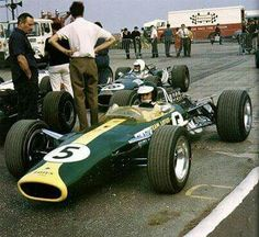1967 British GP, Silverstone : Jim Clark, Lotus-Ford 49 #5, Team Lotus, Winner. (ph: tumblr.com)