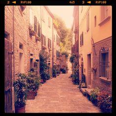 The romantic alleys at Portico di Romagna - Instagram by @pinkchocolatebreak