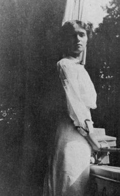 Olga, Lower Dacha, Peterhof, 1913