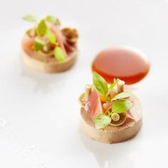 Foie gras d'oie cuit en terrine Vol Au Vent, Tapas, Michelin Star Food, Blitz, Chef Recipes, Food Design, Food Presentation, Food Plating, Clean Eating Snacks