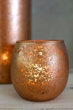 DIY Copper Mercury Glass Votives, easy to make with copper spray paint and vinegar! Copper Spray Paint, Diy Spray Paint, Mercury Glass Lamp, Painted Glass Vases, Copper Decor, Copper Glass, Glass Centerpieces, Gold Diy, Decoupage