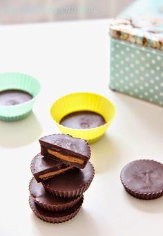 cioccolatini al burro d'arachidi, peanut butter cups Italian Pasta, Peanut Butter Cups, Biscotti, Finger Foods, Italian Recipes, Cookie Recipes, Bakery, Cheesecake, Food And Drink