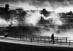Stunning black and white street photography by Swedish photographer Nils-Erik Larson. Urban Photography, Street Photography, Erik Larson, Black And White City, Cityscape Art, Colossal Art, Landscape Plans, Photo B, Urban Life
