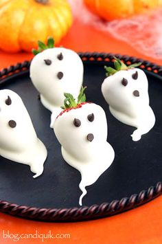 Strawberry Ghosts. (Photo via Miss CandiQuik)