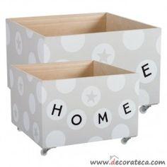 """Cajas de madera con ruedas """"Home"""" en color gris y blanco con estrellas. Decorar con cajas de madera bonitas - WWW.DECORATECA.COM"""
