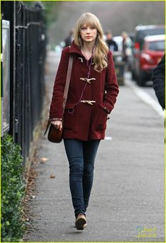 Taylor Swift: London Zoo Lady