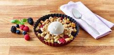 Crumble aux pommes & fruits rouges | Dilea Zero Lactose Zero Lactose, Dairy, Cheese, Kitchen, Food, Cooked Apples, Raspberry, Red Berries, Bon Appetit