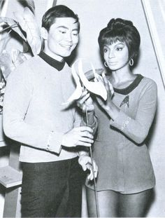 Star Trek - first series with a multiracial cast on US TV. Star Wars, Star Trek Tos, Science Fiction, Nichelle Nichols, Star Trek 1966, Star Trek Images, Star Trek Original Series, Star Trek Characters, Cinema
