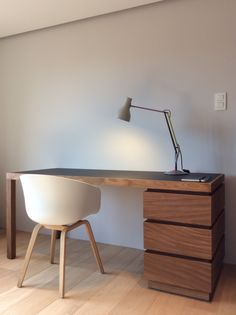 Desk : solid afrormosia + birch plywood + Forbo desktop