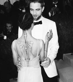Robert Pattinson and FKA Twigs attend the 'Manus x Machina: Fashion In An Age Of Technology' Met Gala on May 2, 2016 in New York City.