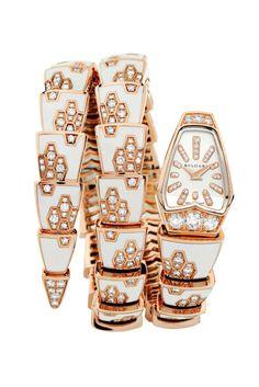 Reloj con pulserabrazaleteenroscado y correa con detalles deBvlgari