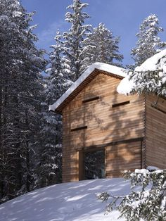 A dilapidated hunting cabin in the midst of the South Tyrolean Nature Park Fanes-Senes-Braies has been replaced by a modern building. The result is a reduced, linear structure based on typical, but refined elements of the old house. Thus, eg. the...