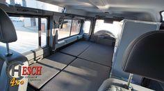 Offroad-Hesch Innenausbau Defender 110, Liegefläche für zwei Personen im Erdgeschoss Defender Camper, Land Rover Defender 110, Landrover Defender, Offroad, Land Rover Camping, Cool Campers, Camper Interior, Camper Trailers, Discovery