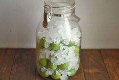 白ごはん.comの『梅シロップの作り方』のレシピページです。梅仕事の定番でもあり、いちばん簡単な梅シロップの基本的な作り方を、下処理、漬け込み、保存、梅の実の取り出しまで、ポイントを抑えて写真付きで詳しく紹介しています。手作りの梅ジュースは香りもよくて爽やかな美味しさ。初夏の梅仕事のひとつとしてぜひお試しください!