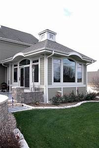 The sunroom addition features a cupola with Azek crown molding and trim adding Family Room Addition, Sunroom Addition, Pinterest Foto, Four Seasons Room, Three Season Room, Sunroom Decorating, Room Additions, Decks And Porches, Screened Porches