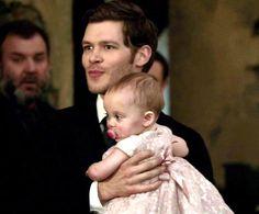 """The Originals – TV Série - Niklaus """"Klaus"""" Mikaelson - Joseph Morgan - baby Hope Mikaelson - bebê - amor - love - daughter - filha - father - pai - dad - papai - dress - vestido - lace - renda - cor de rosa - rose - pink - moda - style - look - inspiration - inspiração - fashion - elegante - elegant - chic - 2x14 - I Love You, Goodbye - Eu Te Amo, Adeus"""