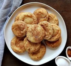 A classic Snickerdoodle recipe that's an easy kid favorite with the perfect crispy outside and soft and chewy inside covered in cinnamon and sugar. Baker Recipes, Cookie Recipes, Dessert Recipes, Desserts, Best Christmas Cookie Recipe, Christmas Baking, Spritz Cookies, Sugar Cookies, Basic Cookies
