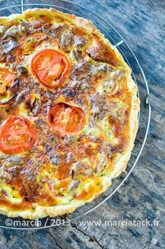 Tarte au thon et à la tomate - Recette - Marcia Tack Pie Recipes, Cooking Recipes, Healthy Recipes, Quiches, Omelettes, Super Dieta, Tomato Pie, Food Inspiration, Entrees