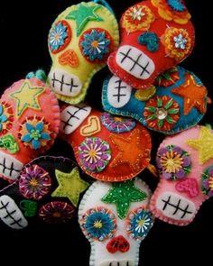 Mexikanska broderade döskallar handarbete