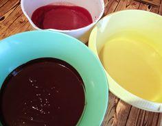 Tort cu trei tipuri de mousse, în trei culori - Rețete Merișor Chocolate Fondue, Mousse, Ice Cream, Cake, Desserts, Food, No Churn Ice Cream, Tailgate Desserts, Deserts