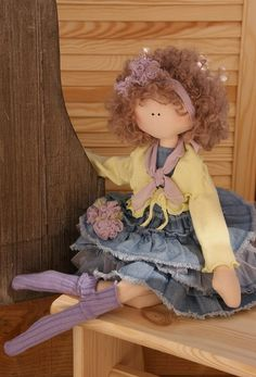 very cute doll (and skirt!)....a great way to use up scraps and denim