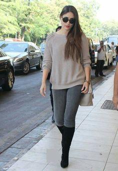 Kareena Kapoor Khan airport look. Chic Winter Outfits, Chic Outfits, Trendy Outfits, Outfit Winter, Indian Celebrities, Bollywood Celebrities, Bollywood Actress, Bollywood Outfits, Bollywood Fashion