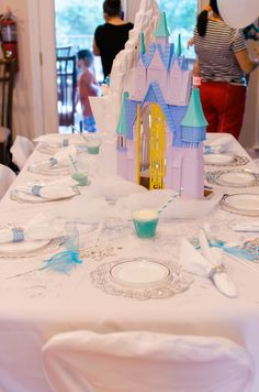 Frozen Birthday Party- Kids table