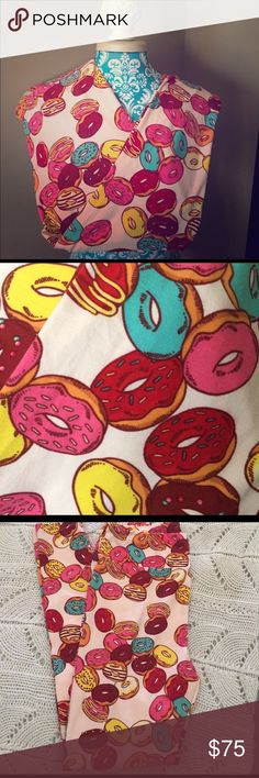NWT LuLaRoe TC Donut Leggings 🍩🦄 LuLaRoe TC Donut Leggings 🍩🦄 Light pink background & assorted colorful donuts. 💓 Super soft & thick! Finally scored one of my unicorns & they're too big as I'm in between both TC & OS. *CROSS POSTED* Bundle for a discount. Feel free to use the offer option, but please don't low-ball me. I'd rather keep them. 😊 LuLaRoe Pants Leggings