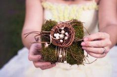 Подушечка для колец в виде декоративного гнезда