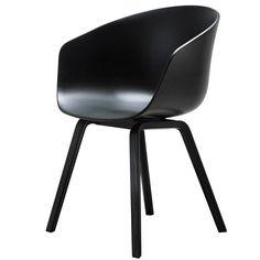Hay - About A Chair AAC 22, Holz-Vierbeingestell, schwarz / schwarz (Filzgleiter) Schwarz T:50 H:80 B:59
