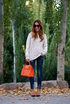 CON DOS TACONES: KNITTED