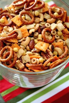 Festive party mix the curvy carrot festive party mix healthy and indulgent Lunch Snacks, Snacks Für Party, Easy Snacks, Yummy Snacks, Easy Meals, Yummy Food, Trail Mix Recipes, Snack Mix Recipes, Appetizer Recipes