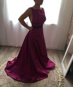 Fúcsia 🎀 #jucardosooficial #madrinha #vestidosdefesta #couturefashion #loveit #moda #itgirl #enjoy #bride #lace #dridesmaid #wedding