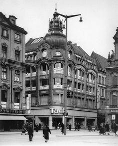 Breslau Vintage Architecture, Classic Architecture, Architecture Design, City Landscape, Black And White Pictures, Travel Abroad, Beautiful Buildings, Old Photos, Poland