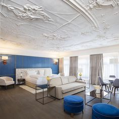 What do Salzburg and Venice have in common? Hotel Stein is continuing the tradition of Austro-Venetian partnership in design today. Design Hotel, Stucco Ceiling, Fine Dining, Dining Table, City Layout, Honeymoon Suite, Rooftop Bar, Hotel S, Beautiful Interiors