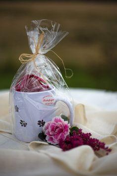 Kaunis punainen kynttilä käsinmaalatussa tassumukissa sopii koiranomistajan kotiin.  Muki on mikron ja konepesun kestävää materiaalia.  Kynttilän materiaali: 100 % parafiinia.  Valmistaja: Riihipaja Suomusjärveltä  #kotimaisetlahjat #lahjaideat #ostasuomesta #ostasuomalaista #lahja #joululahja #joululahjaideat #lahjaksi #joulu #suomalainen #kotimainen #käsityö #handmade #madeinfinland http://www.salonsydan.fi/tuote/tassumuki-kynttilalla/
