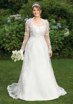 Lace Plus Size Wedding Dress. http://memorablewedding.blogspot.com/2014/01/3-essential-tips-for-choosing-plus-size.html