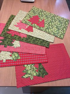 Not this aggressive fabric - something less obtrusive, in grey and red maybe.How to organizeC ristmas placemats Christmas Patchwork, Christmas Placemats, Christmas Runner, Christmas Fabric, Christmas Pillow, Diy Christmas Gifts, Christmas Ornaments, Christmas 2019, Christmas Tree