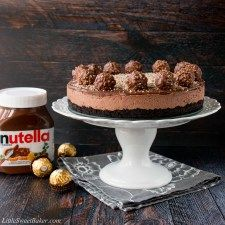 No-Bake Nutella Cheesecake. This is a creamy Nutella cheesecake with an Oreo cookie crumb crust. Its topped with more Nutella and decorated with Ferrero Rochers. Cake Mix Cookies, Oreo Cookies, Baking Recipes, Dessert Recipes, Desserts, Dessert Ideas, Cookie Recipes, Bacardi Rum Cake, No Bake Nutella Cheesecake