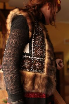 Embroidered vest with fur Gypsy Style, Boho Gypsy, Hippie Style, Bohemian Style, My Style, Folk Fashion, Fashion Art, Fashion Outfits, Fashion Design