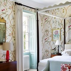 In a spare room of Polly Nicholson's house, an elegantly simple four-poster bed from Max Rollitt ensures the focus is on the 'Adam's Eden' wallpaper from Lewis & Wood. Blue Rooms, Blue Bedroom, Master Bedroom, Bedroom Simple, Trendy Bedroom, Girls Bedroom, Design Jobs, Design Ideas, Bedroom Furniture