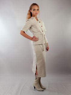 Льняной костюм с льняными сапогами - студийная модельная каталожная фотосъемка для интернет-магазина - Folov.in
