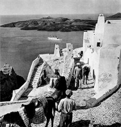 Old Santorini, Greece, 1943 Santorini Island, Santorini Greece, Athens Greece, Mykonos, Greece Pictures, Old Pictures, Old Photos, Greece History, Ancient Greece