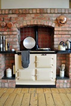 Cocina de hierro a leña, blanca(Via Martine on Flickr.)